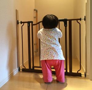生後10ヶ月 赤ちゃん 乳児 幼児 後追い つかまり立ち つたい歩き 成長 発達